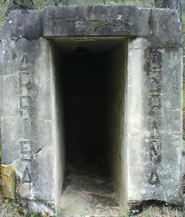 Entrada de bunker en Villavieja del Lozoya